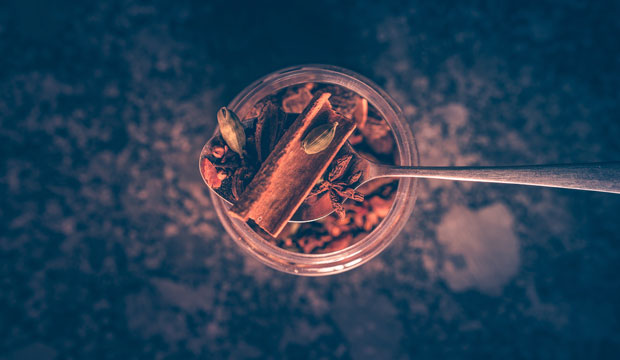 canela y especias, uno de los ingredientes del chai tea con propiedades y beneficios