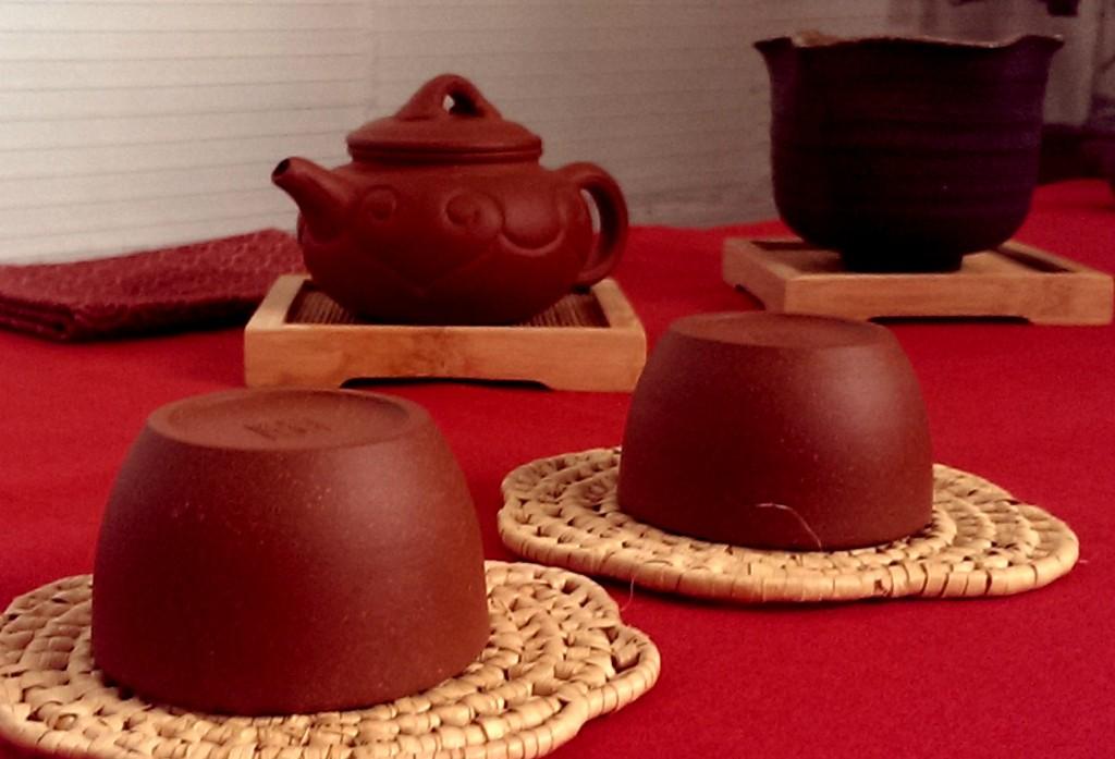 Ceremonia del té chino. Imagen Tazas y tetera cerámica