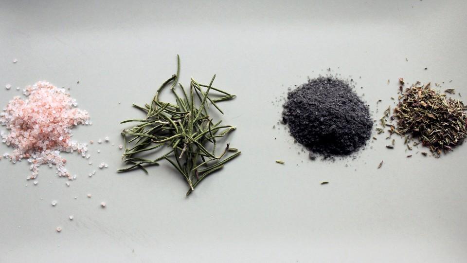 sal de hierbas, sal del himalaya, romero, sal negra, tomillo, hierbas, notas naturales