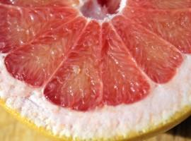 Beneficios y usos de los cítricos, pulpa pomelo, notas naturales