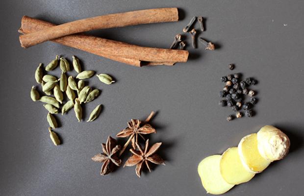 especias para la receta del te chai, notas naturales