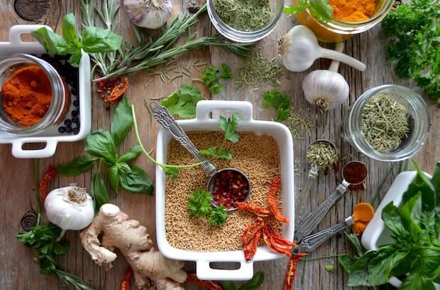 algunas plantas aromaticas para cocinar y especias