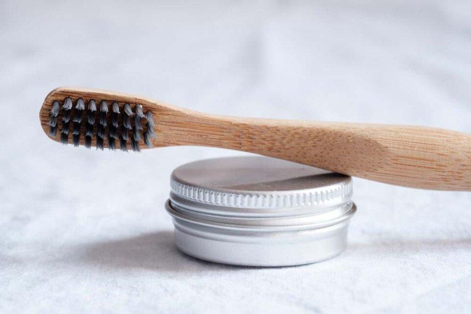 cepillo de bamboo como alternativa al plástico