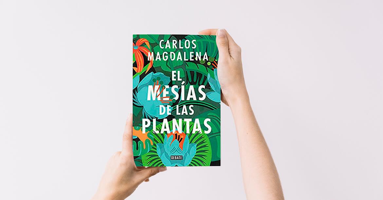manos sujetan libro el mesias de las plantas