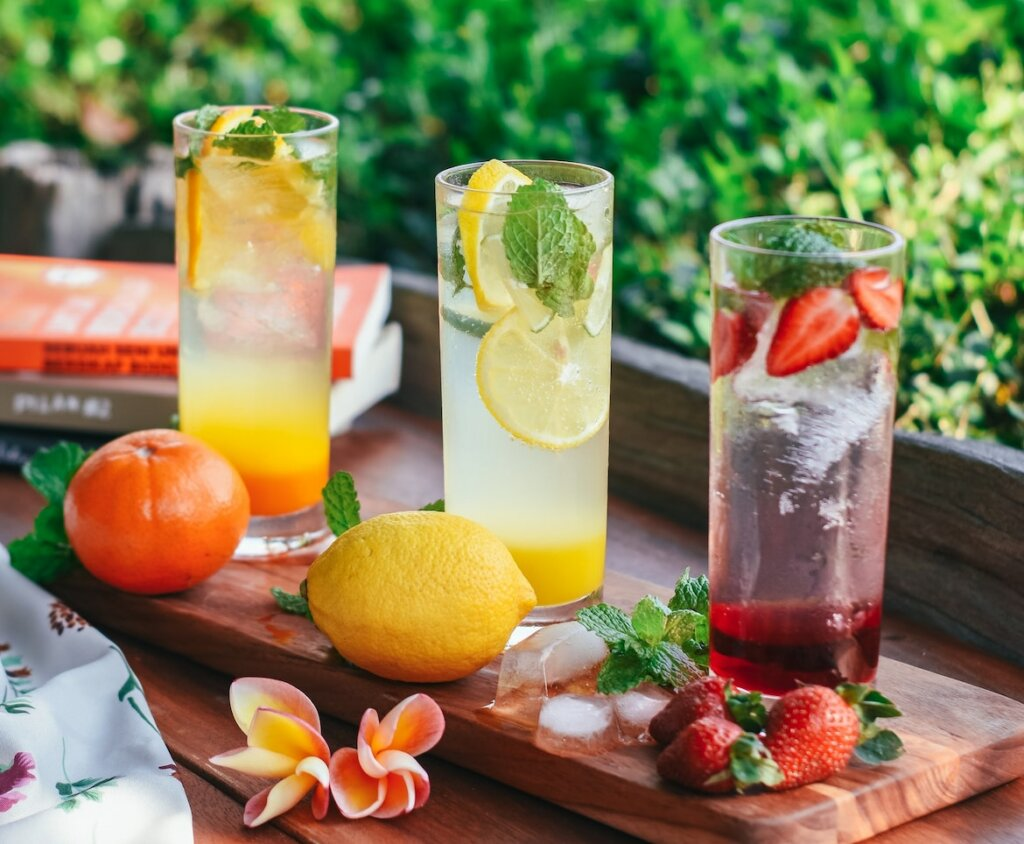 como hacer agua saborizada con frutas