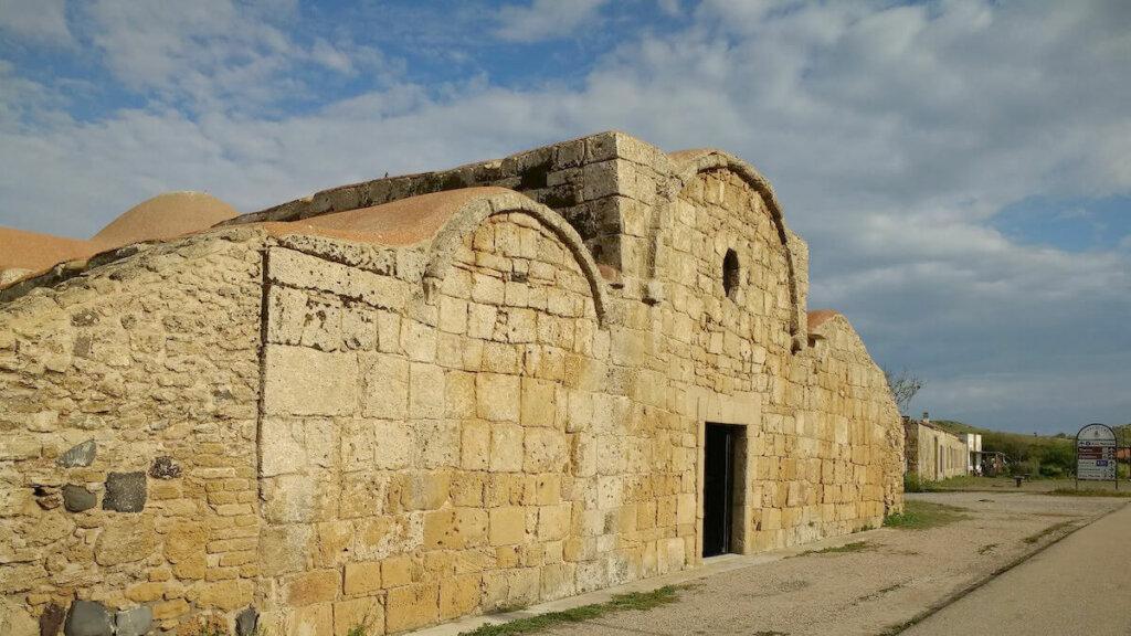 iglesia de san giovanni, peninsula de sinis cerdeña, notas naturaleas