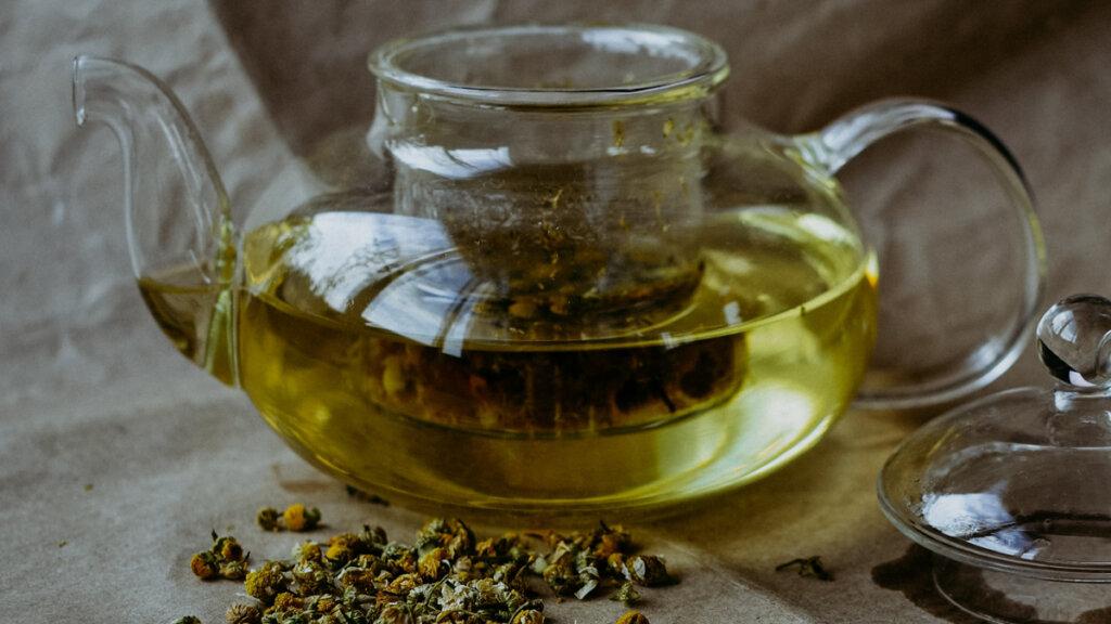 infusion de manzanilla, también se puede llamar tisana